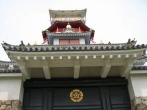 Oda and Tsuji family crest at Nobunaga's Dream Castle © SamuraiAcademy.org